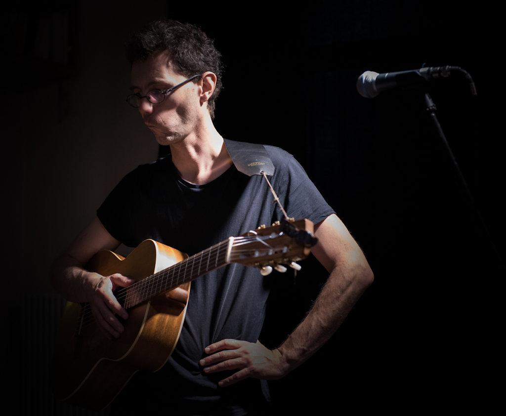 Le pouvoir du chat - Steve Letho Duclos : Paroles et musiques - Chant, guitares, clavier et harmonica #06
